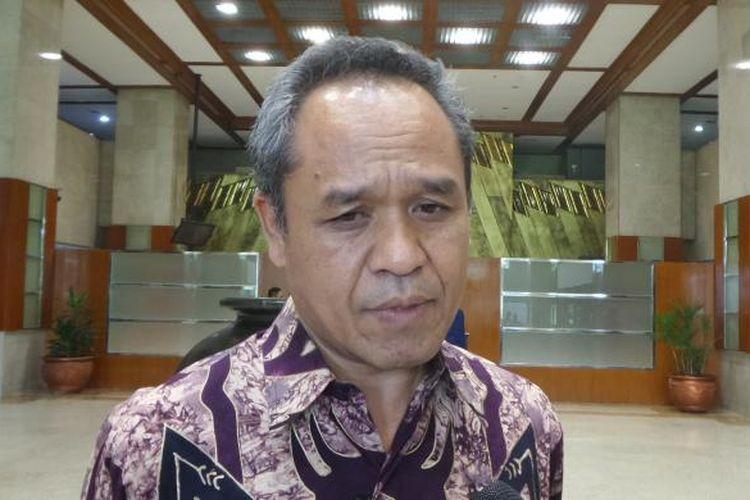 Wakil Ketua Komisi III DPR dari Fraksi Partai Demokrat, Benny k Harman di Kompleks Parlemen, Senayan, Jakarta, Senin (13/2/2017).