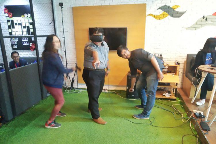 Game Pasien Terakhir dinilai mampu menarik pengunjung ke booth perusahaan klien dengan memanfaatkan teknologi Virtual Reality dengan penggunaan headset.