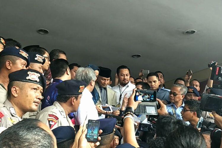 Ketua Dewan Kehormatan Partai Amanat Nasional (PAN) Amien Rais memenuhi panggilan Polda Metro Jaya sebagai saksi atas kasus penyebaran berita bohong atau hoaks Ratna Sarumpaet, Rabu (10/10/2018).