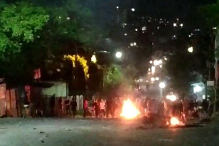 Kerusuhan aksi demonstrasi di Lampung masih berlangsung hingga malam.