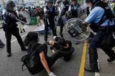 Bentrok dengan Massa Anti-Pemerintah, Polisi Hong Kong Gunakan Tongkat dan Semprotan Merica
