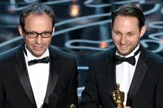 Terima Piala Oscar, Tangan Sutradara