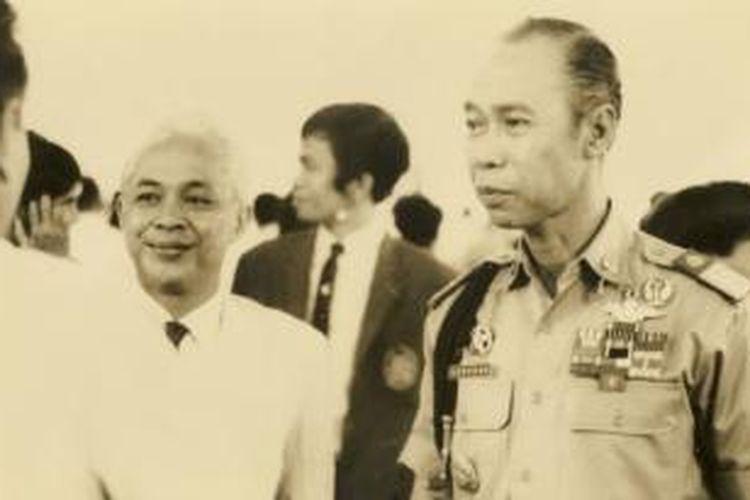 Kapolri Jenderal Pol Drs. Hoegeng Imam Santoso (kanan) bersama Rektor ITB Prof Dr. Dody Tisna Amidjaja hadir dalam sidang pertama dan kedua dan II kasus penembakan 6 Oktober 1970 di pengadilan Bandung, 1 Desember 1970. Dalam percakapan-percakapan selesai sidang, ia menginginkan agar orang yang bersalah dalam peristiwa 6 Oktober dihukum.