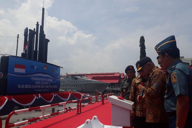 Menhan Ryamizard Ryacudu meresmikan kapal selam KRI-Alugoro-405 di Fasilitas Kapal Selam PT PAL (Persero) Surabaya, Kamis (11/4/2019)