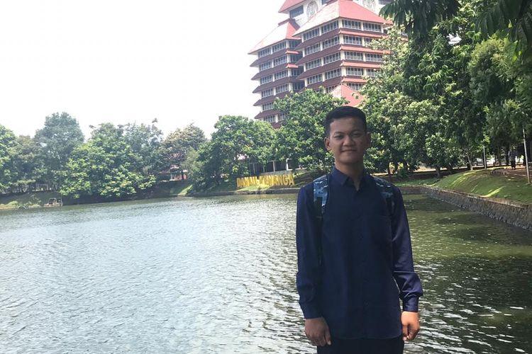 Syahrul Ramadhan (18 tahun), pelajar SMA Negeri 2 Bangko, Rokan Hilir, Riau, berhasil diterima di Fakultas Kedokteran Universitas Indonesia (FKUI) melalui jalur SNMPTN (Seleksi Nasional Masuk Perguruan Tinggi Negeri) 2019.