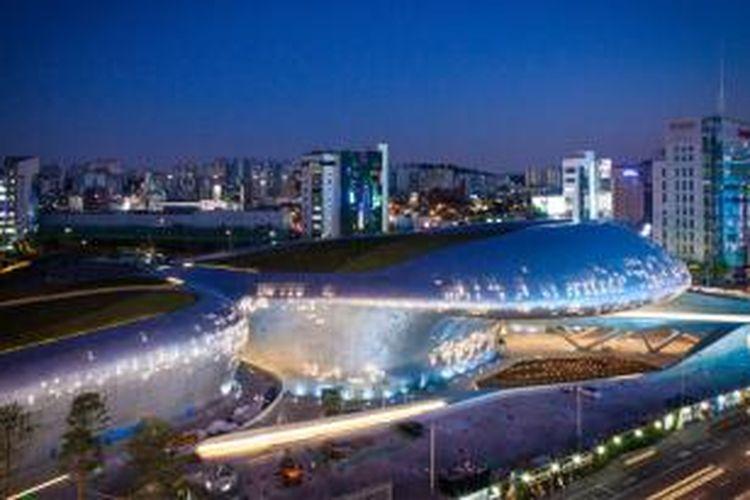 Dongdaemun Design Park & Plaza (Taman Desain & Plasa Dongdaemun), Seoul, Korea Selatan, resmi dibuka untuk umum, Sabtu (21/3/2014).