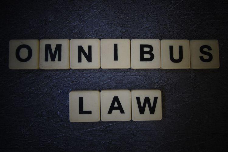 Ilustrasi Omnibus Law.