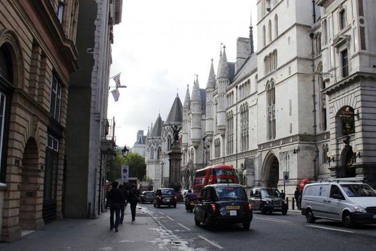 Salah satu sudut komersial kota London, Inggris.