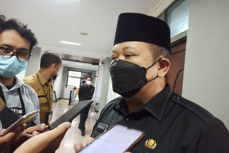 Bupati Jember Hendy Siswanto  saat ditemui di DPRD Jember Senin (5/4/2021)