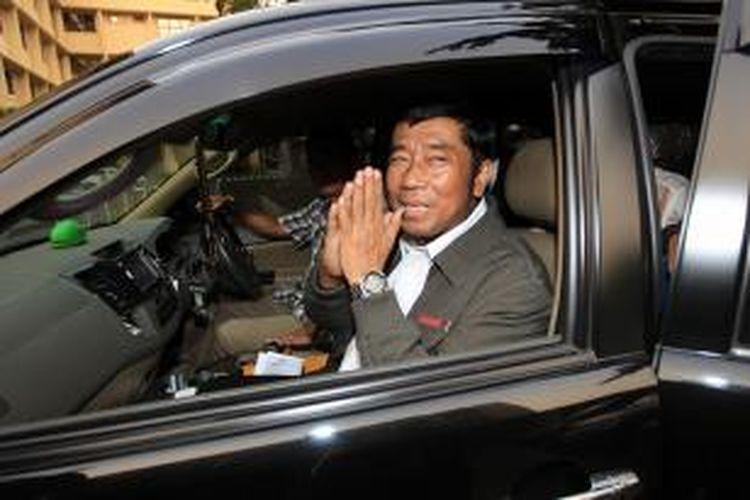 Abraham Lunggana alias Lulung usai diperiksa penyidik Direktorat Tindak Pidana Korupsi Badan Reserse Kriminal Polri di Mabes Polri, Jakarta, Senin (15/6/2015). Pemeriksaan ini terkait kasus dugaan korupsi pengadaan printer dan scanner untuk 25 SMAN/SMKN di Jakarta Barat.