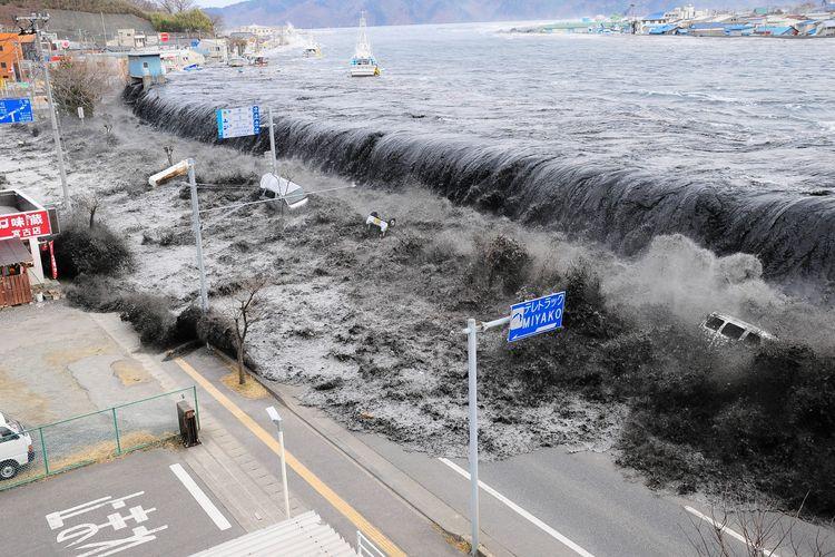 Gelombang tsunami menghantam Kota Miyako di Prefektur Iwate setelah gempa 9,0 magnitudo mengguncang wilayah Tohoku, 11 Maret 2011.