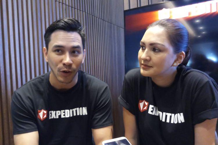 Aktor Darius Sinathrya dan Istrinya, Donna Agnesia saat ditemui di Central Park, Jakarta Barat, Sabtu (23/11/2019).