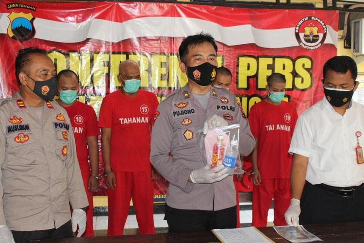 Kabag Operasi Polres Purbalingga, Kompol Pujiono melakukan gelar perkara kasus penyalahgunaan narkoba jenis sabu di halaman Mapolres, Senin (12/7/2021).