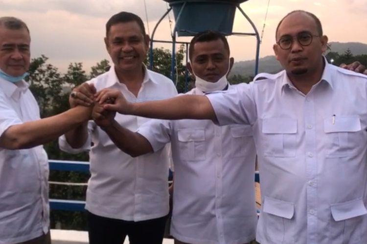 Ketua Gerindra Sumbar Andre Rosiade (kanan) didampingi Ketua Dewan Pembina Nasrul Abit bersama pasangan Epyardi Asda dan Jon F Pandu