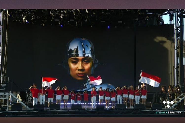 Niki Zefanya alias NIKI tampil dalam Head in the Clouds Festival 2019 di LA State Historic Park, LA, California, AS yang digelar bertepatan dengan Hari Kemerdekaan RI yang ke-74 pada 17 Agustus 2019.