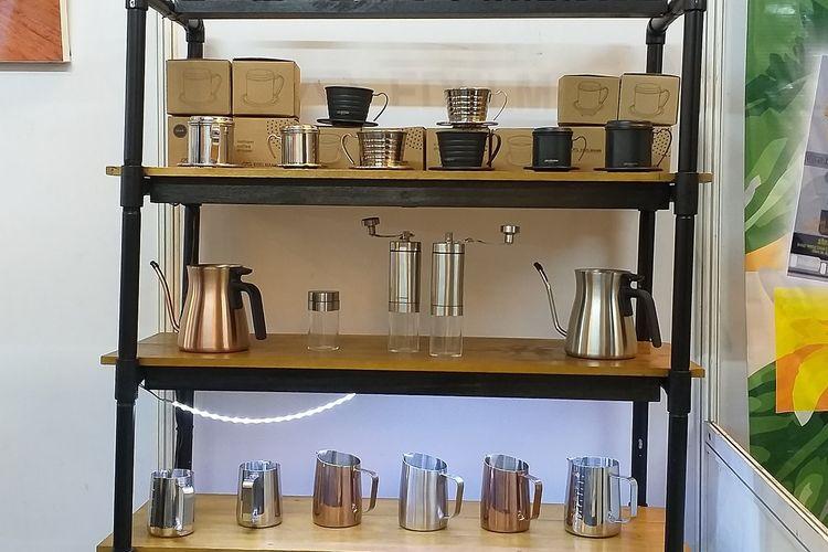 Para pebisnis kopi dan industri terkait memamerkan produknya dalam Rembug Kopi yang digelar di gedung SMESCO, Jakarta, 20-22 September 2019
