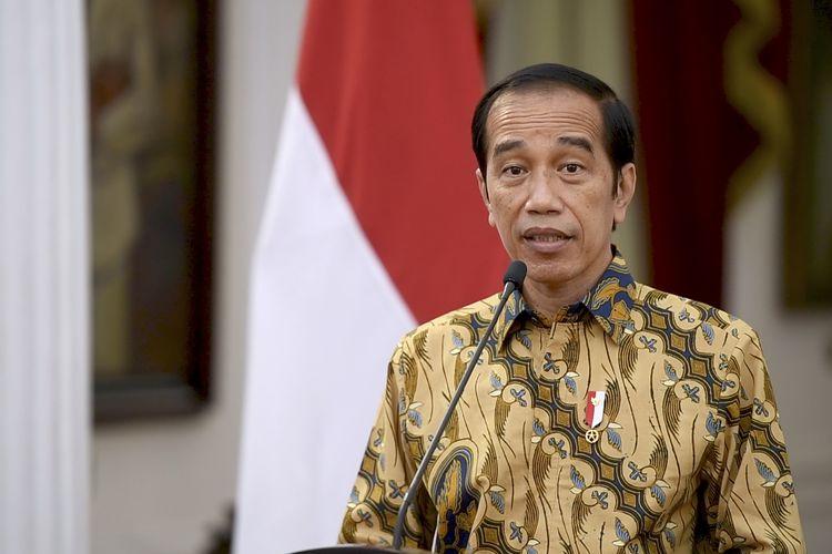 Presiden Joko Widodo menyampaikan keterangan terkait penerapan PPKM di Istana Merdeka, Jakarta,  Minggu (25/7/2021). Presiden Joko Widodo memutuskan untuk melanjutkan penerapan Pemberlakuan Pembatasan Kegiatan Masyarakat (PPKM) level 4 dari 26 Juli hingga 2 Agustus 2021 dengan beberapa penyesuaian terkait aktivitas dan mobilitas masyarakat yang dilakukan secara bertahap. ANTARA FOTO/Biro Pers - Setpres/hma/rwa