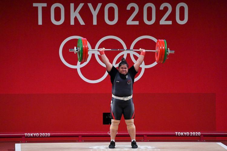 Lifter Indonesia, Nurul Akmal, saat bertanding di kelas +87 kg putri di Olimpiade Tokyo 2020, Senin (2/8/2021).