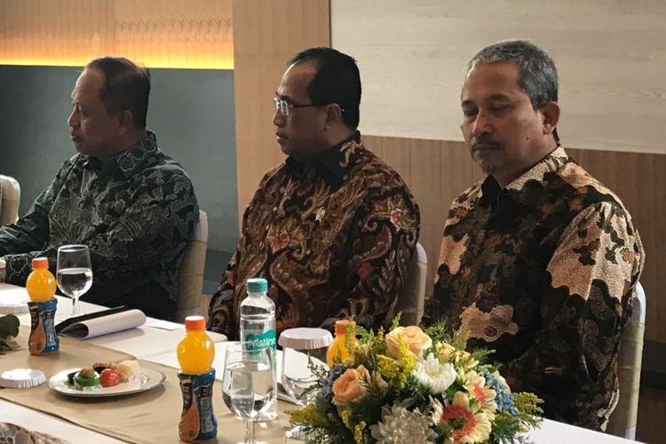 Menteri Perhubungan Budi Karya Sumadi ditemui di PT Bali Tower Sentra Tbk. Jakarta, Rabu (17/10/2018)