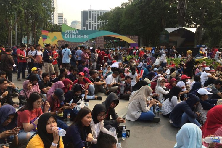 Suasana riuh mewarnai nonton bareng pertandingan final bulutangkis antara pasangan ganda Indonesia di Zona Bhin Bhin, Gelora Bung Karno (GBK), Jakarta Pusat, Selasa (28/8/2018).