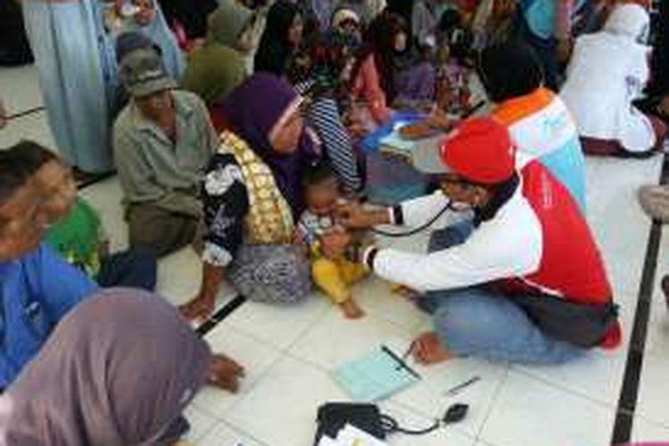 Masyarakat bisa menghubungi Posko Gempa Aceh BUMN tersebut di nomor telepon 0653-51200 atau langsung mendatangi posko yang berlokasi di Plasa Telkom Meureudu, Jl Iskandar Muda Meureudu, Pidie Jaya.
