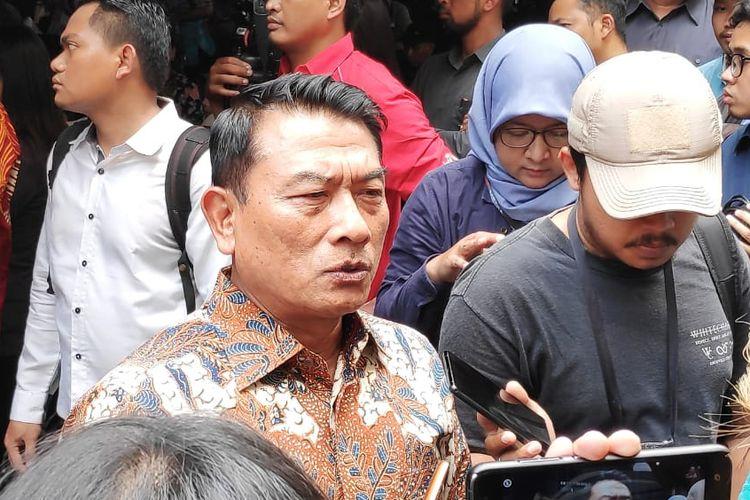 Kepala Staf Presiden Jenderal (Purn)Moeldoko di kantor Bawaslu, Jakarta Pusat, Selasa (9/4/2019).