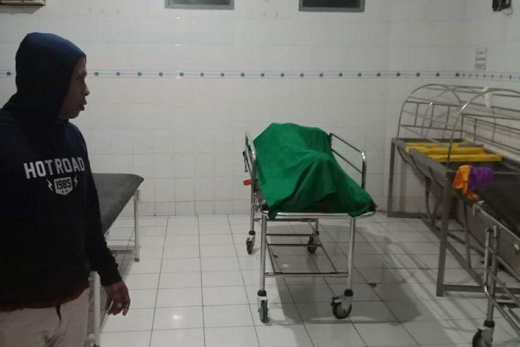 Jenazah korban tanpa identitas dievakuasi Inafis Polres Sumedang, Jumat (17/7/2020) dini hari WIB. Dok. Polres Sumedang/KOMPAS.com