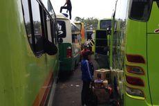 Bus Ngetem, Pemudik Menunggu Tanpa Kepastian di Terminal Kalideres