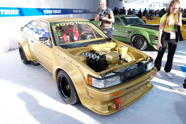Ilustrasi Toyota AE86 yang melakukan engine swap