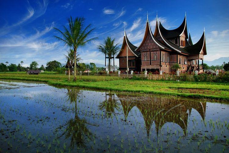 Rumah gadang khas Minangkabau DOK. Shutterstock