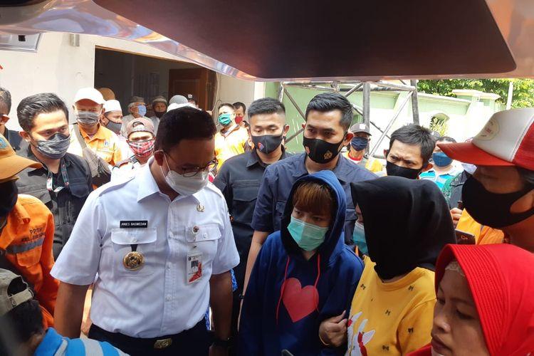 Gubernur DKI Jakarta Anies Baswedan usai menyalati dan mengantar jenazah Taka (43), anggota PPSU Kelurahan Kelapa Gading Barat yang jadi korban tabrak lari, Kamis (23/7/2020).
