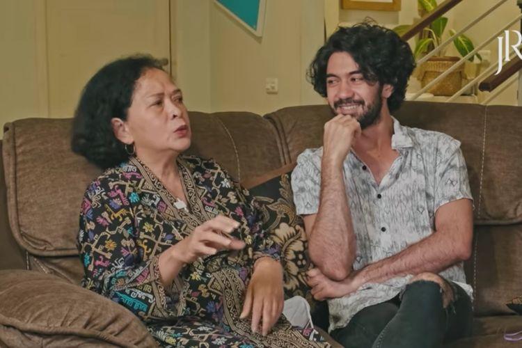 Pratiwi Widantini Matulessy mengenang kebaikan Reza Rahadian yang pernah berusaha membantu perekonomian keluarga meski masih berseragam SD.