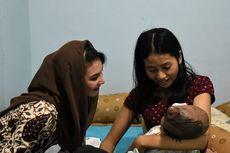 Kunjungi Bayi yang Derita Hydrocephalus, Arumi Bachsin Janji Tim Medis Selalu Mendampingi