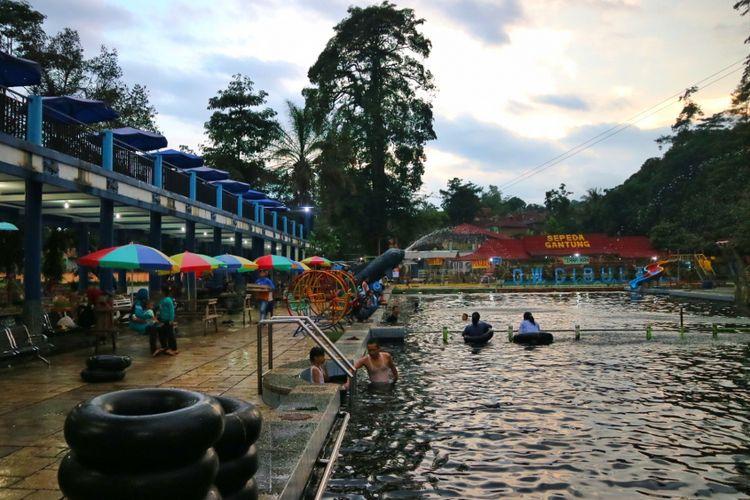 Obyek Wisata Cibulan, tempat kolam ratusan ikan dewa, endemik Kuningan.