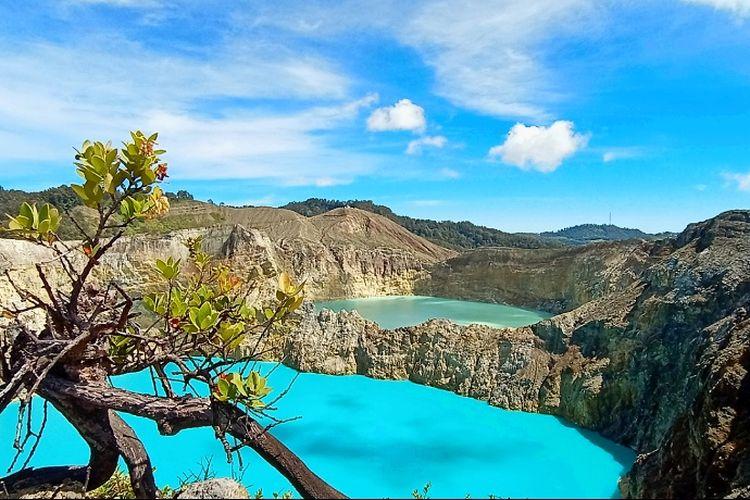 Danau Tiga Warna Kelimutu di Kabupaten Ende, Flores, Nusa Tenggara Timur.