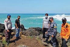 Hendak Swafoto di Tepi Karang Pantai Menganti, 2 Wisatawan Terseret Ombak