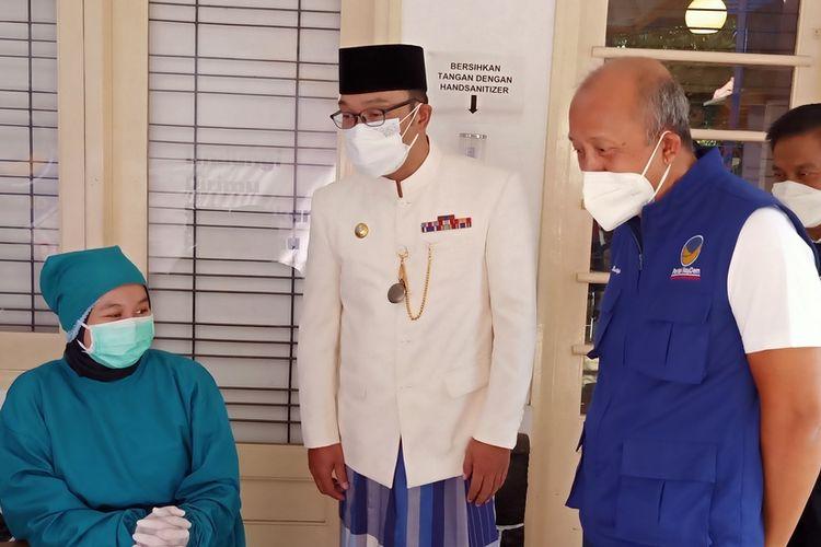 Gubernur Jawa Barat Ridwan Kamil meninjau vaksinasi masal di Kantor Dewan Pimpinan Wilayah Partai Nasdem Jawa Barat, Jalan Cipaganti, Kota Bandung, Kamis (22/7/2021).