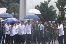 Cerita Wiranto di Balik Payung Biru Presiden Jokowi
