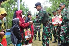 Sambil Latihan Militer, Kopassus Gelar Bakti Sosial di Bandung Barat