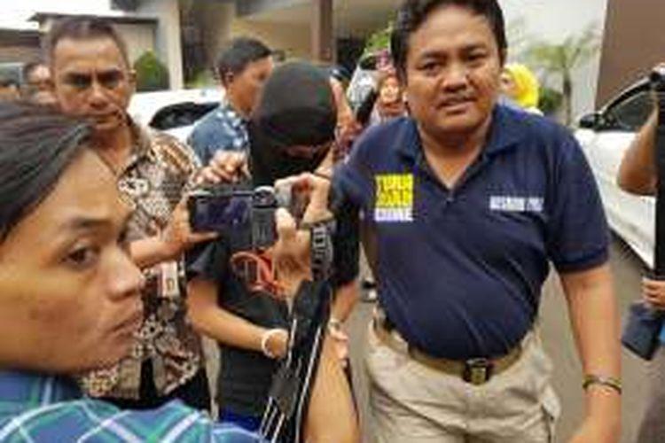 RA (16), tersangka pembunuh EF (19) di Kejaksaan Negeri Tangerang, Jumat (27/5/2016).