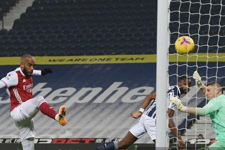 Proses gol kedua striker Arsenal Alexandre Lacazette ke gawang West Bromwich Albion pada laga pekan ke-17 Liga Inggris 2020-2021 di Stadion The Hawthorns, Sabtu (2/1/2021) atau Minggu dini hari WIB.