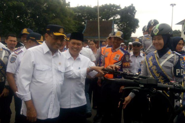 Menteri Perhubungan (Menhub) Budi Karya Sumadi memberikan keterangan ketika berkunjung ke Bandung, Selasa (7/5/2019).