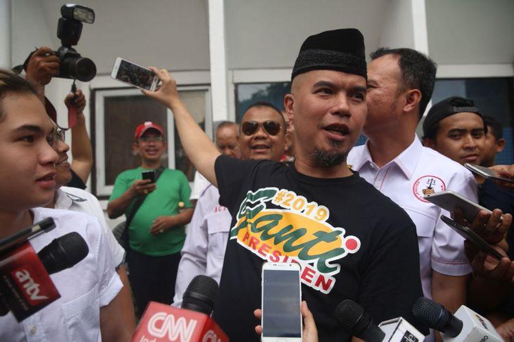 Artis musik Ahmad Dhani tiba di Pengadilan Negeri Jakarta Selatan untuk menjalani sidang kasus dugaan ujaran kebencian, Senin (16/4/2018).