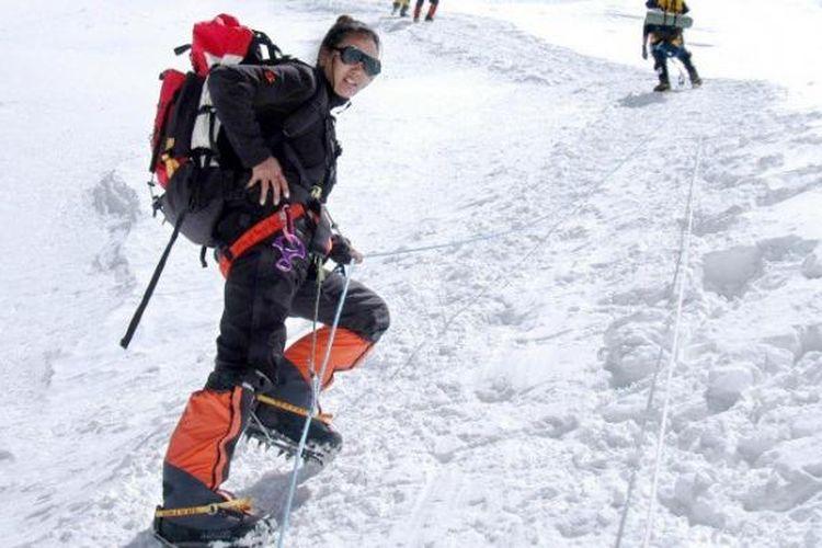 Lhakpa Sherpa memecahkan rekor sebagai perempuan yang paling banyak mencapai puncak gunung tertinggi di dunia.