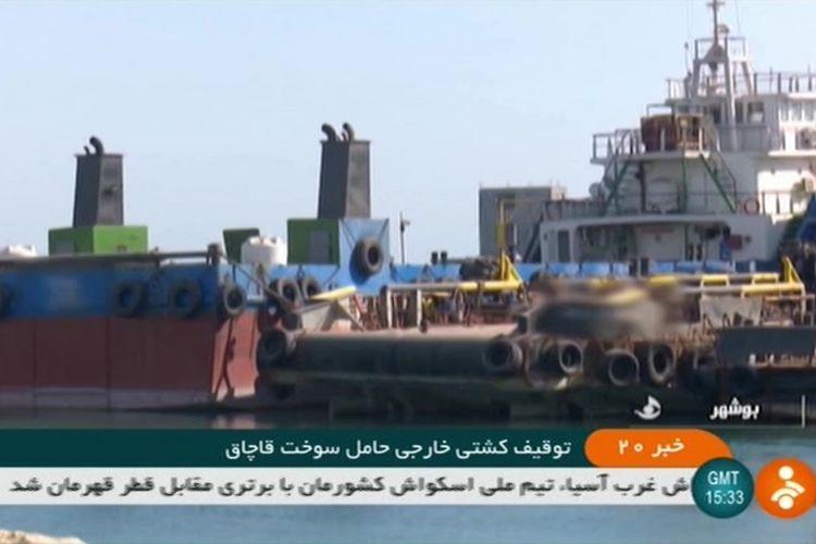 Foto tangkapan layar dari tayangan saluran televisi negara Republik Islam Iran, IRINN, pada 4 Agustus 2019, yang menunjukkan sebuah kapal tanker asing yang ditangkap Iran di wilayah Teluk.