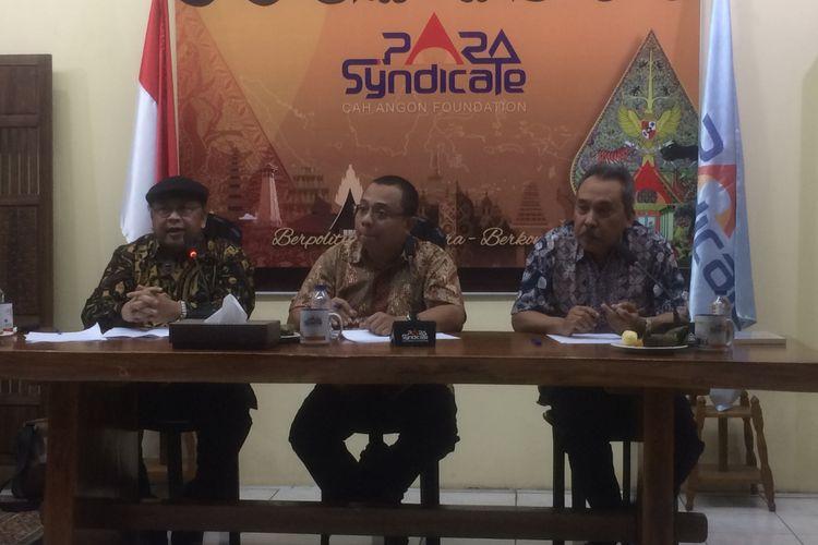 Pengamat Politik Senior Syamsuddin Harris bersama AS Hikam saat Diskusi Publik bertema ?Presidential Race: Siapa Lawan Tanding Jokowi? di kantor PARA Syndicate, Jakarta, Jumat (6/7/2018).