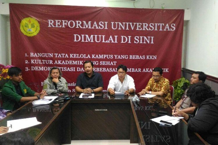 Konferensi pers Kolega Aliansi Dosen Universitas Negeri Jakarta (UNJ) di Kampus UNJ, Kamis (27/9/2017).