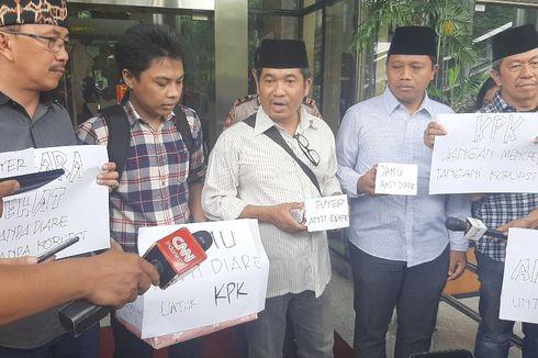 Aktivis Antikorupsi Serahkan 'Jamu Antidiare' ke KPK, Apa Maksudnya?