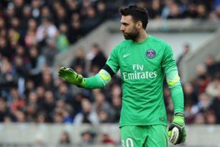 Kiper Paris Saint-Germain asal Italia, Salvatore Sirigu.