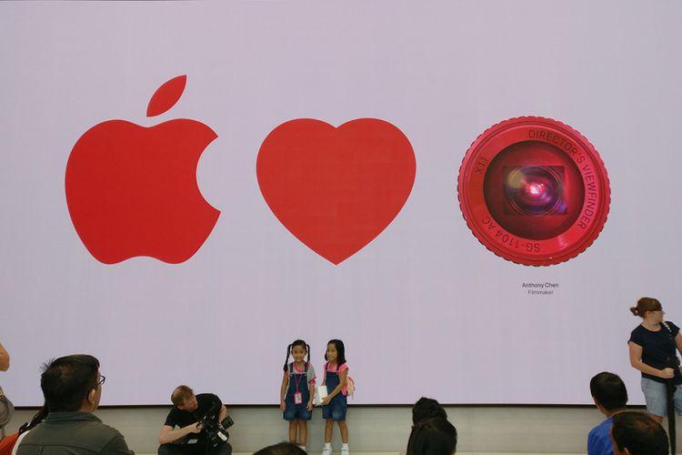 Layar raksasa di Apple Store Singapura